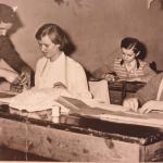 Pracownia kroju i szycia prowadzona przez p. Wandę Olearczyk. 1962/63r.
