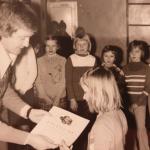 """Zakończenie """"zawodów"""" dla najmłodszych – turnieju """"Baw się razem z nami"""" organizowanego przez MDK (marzec 1976)"""